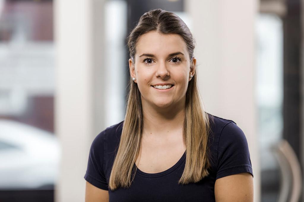 Zahnarzt Düren - Team - Portrait von Simone Lünser